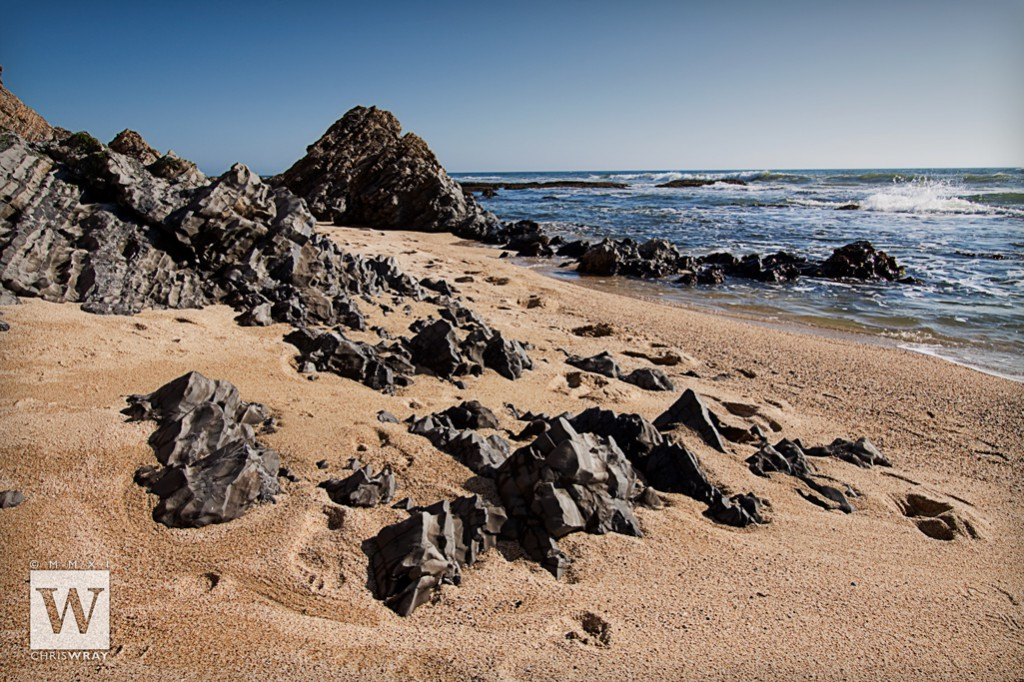 The rocky shores of Half Moon Bay consist of fine-grain metamorphic rock (Franciscan Complex)